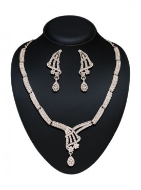 Beautiful Necklaces For Women In Silver Color