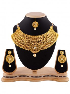 Women Creative Necklaces in Gold Color