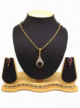 Beautiful Fashion Jewellery Pendant Set For Women In Red & Gold Color