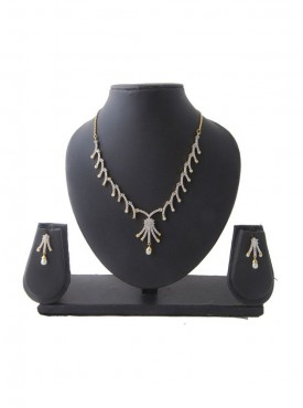 Creative Precious Jewellery Necklaces For Women In Silver Color