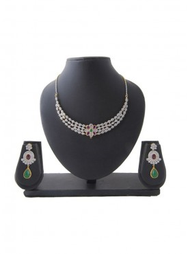 Women Creative Necklaces in Silver Green & Pink Color